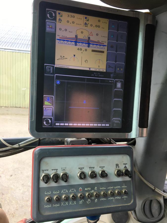 Kverneland getrokken spuitmachine 40m /5200L